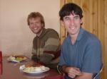 Jeremy en Nick met hun heerlijke goulash - zie die lachjes op dat gezicht!