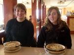 Hanne en ik met ons typisch Mongools eten.